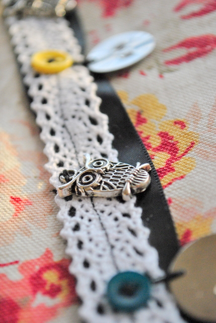 owl charm, close, choker